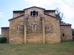 Oviedo - Iglesia de Santullano 06.jpg
