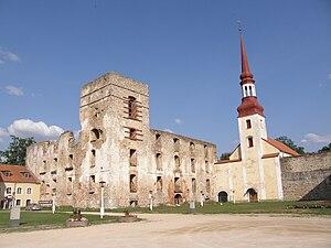 Põltsamaa - Põltsamaa castle and church