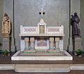 P1270079 Paris XVIII eglise St-Jean autel rwk.jpg