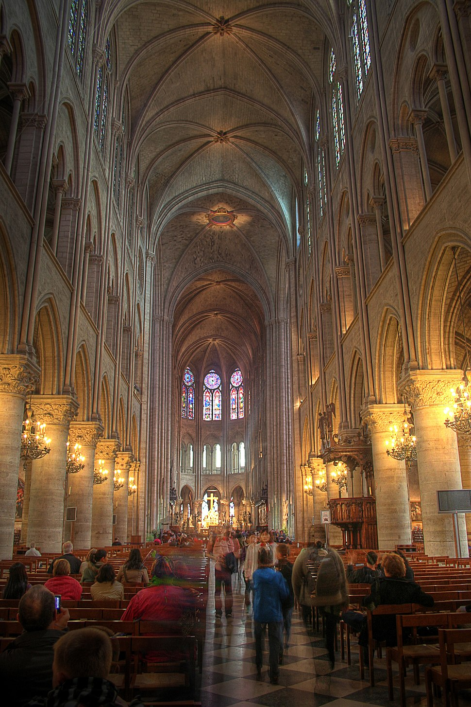 Paris Notre-Dame cathedral interior nave east 01b