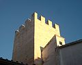 Part superior d'una de les torres del palau-castell de Llutxent.JPG