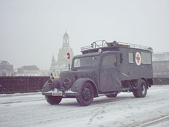 Robur (truck) - Phänomen Granit 30 in front of the Dresden Frauenkirche (January 2006)