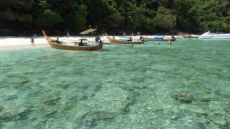 File:Phi-Phi Island, 2013 march - panoramio (6).jpg