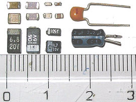 Capacitors: SMD ceramic at top left; SMD tantalum at bottom left; through-hole tantalum at top right; through-hole electrolytic at bottom right. Major scale divisions are cm.
