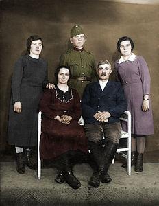 Photo Family Hungary - Somogyi Hajdúszoboszló 1940 (Petrányi) (colored).jpg