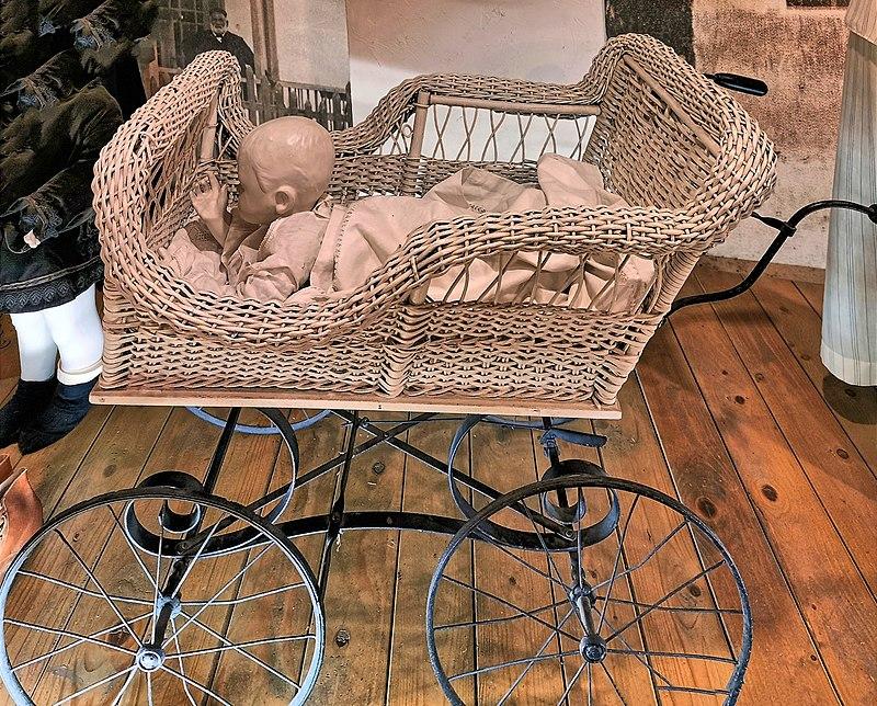 עגלת תינוקות מפעם בראשון לציון
