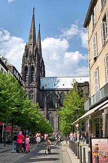 La cathédrale, place de la Victoire