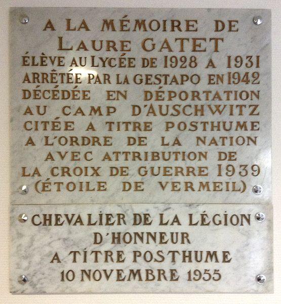 Plaque commémorative de Laure Gatet au lycée Laure-Gatet, à Périgueux (Dordogne, France).