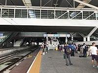 Platform of Shenzhen North Station 4.jpg