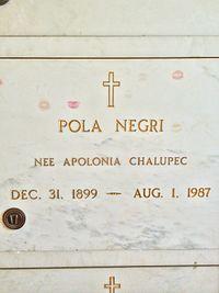 Pola Negri Grave.JPG