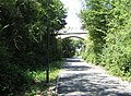 Pont surplombant la piste cyclable - panoramio.jpg