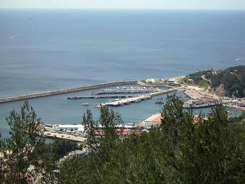 Image:Porto de abrigo - Marina - doca pesca - estaleiros navais -Sesimbra.JPG