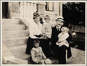 """Knut Hamsun - Family portrait on the stairs of """"Villa Havgløtt"""". from lef to right: Tore Hamsun, Marie Hamsun, Arild Hamsun, Knut Hamsun and Ellinor Hamsun."""