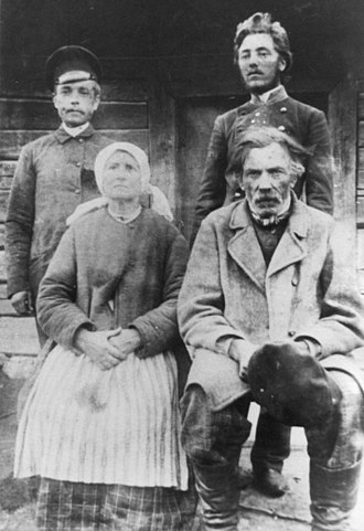 Povilas Višinskis - Višinskis (standing on the right) with his parents and brother in summer 1896