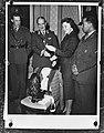 Prinses Beatrix overhandigt deputatie van KMA een uniform, Bestanddeelnr 910-8403.jpg