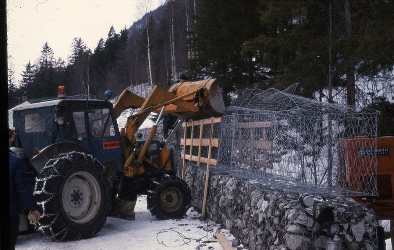 File:Protection against rockslide-Sikring mot steinskred (4776084069).jpg