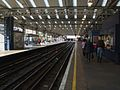 Queen's Park stn Bakerloo southbound look west.JPG