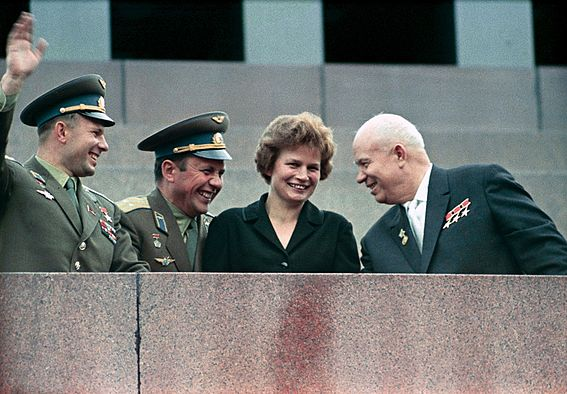 https://upload.wikimedia.org/wikipedia/commons/thumb/8/86/RIAN_archive_159271_Nikita_Khrushchev%2C_Valentina_Tereshkova%2C_Pavel_Popovich_and_Yury_Gagarin_at_Lenin_Mausoleum.jpg/567px-RIAN_archive_159271_Nikita_Khrushchev%2C_Valentina_Tereshkova%2C_Pavel_Popovich_and_Yury_Gagarin_at_Lenin_Mausoleum.jpg