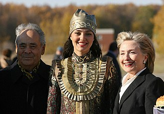 Tatars - Hillary Clinton with Volga Tatar woman in Kazan, capital of the Russian autonomous Republic of Tatarstan