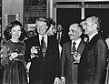 Rosalynn Carter, Jimmy Carter, König Hussein I. von Jordanien und Schah Mohammad Reza Pahlavi von Persien (v.l.n.r.) trinken aus Oertel Kristallgläsern der Serie Farah.jpg