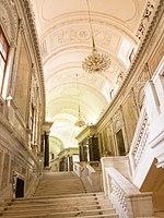 Royal grandeur (14085022497).jpg