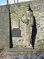 SI Oberes Schloss Graf-Johann-Statue Totale.jpg