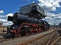 Saechsisches Eisenbahnmuseum - gravitat-OFF - Am Kohlebunker (Hochbunker) Schnellzugdampflokomotive.jpg