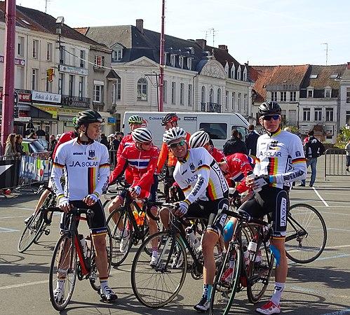 Saint-Amand-les-Eaux - Paris-Roubaix juniors, 12 avril 2015, départ (A54).JPG