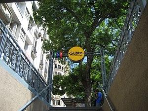 Diagonal Norte (Buenos Aires Underground) - Image: Salida de Subte y Galería Obelisco Norte