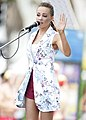 Samantha Jade performs at Bondi Beach (8457874616).jpg