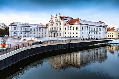 So kommt man zu Schloss Oranienburg mit den Öffentlichen - Mehr zum Ort Hier
