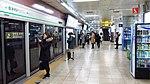 Seoul-metro-239-Hongik-university-station-platform-20181121-083026.jpg
