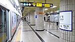 Seoul-metro-529-Gongdeok-station-platform-20180913-181644.jpg