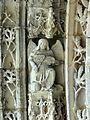 Serans (60), église Saint-Denis, portail, ange musicien de l'archivolte 3.jpg
