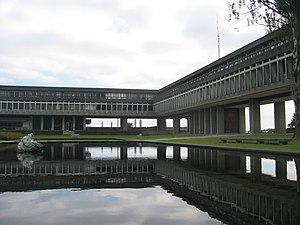 Sfu-academic-quadrangle-pond.jpg