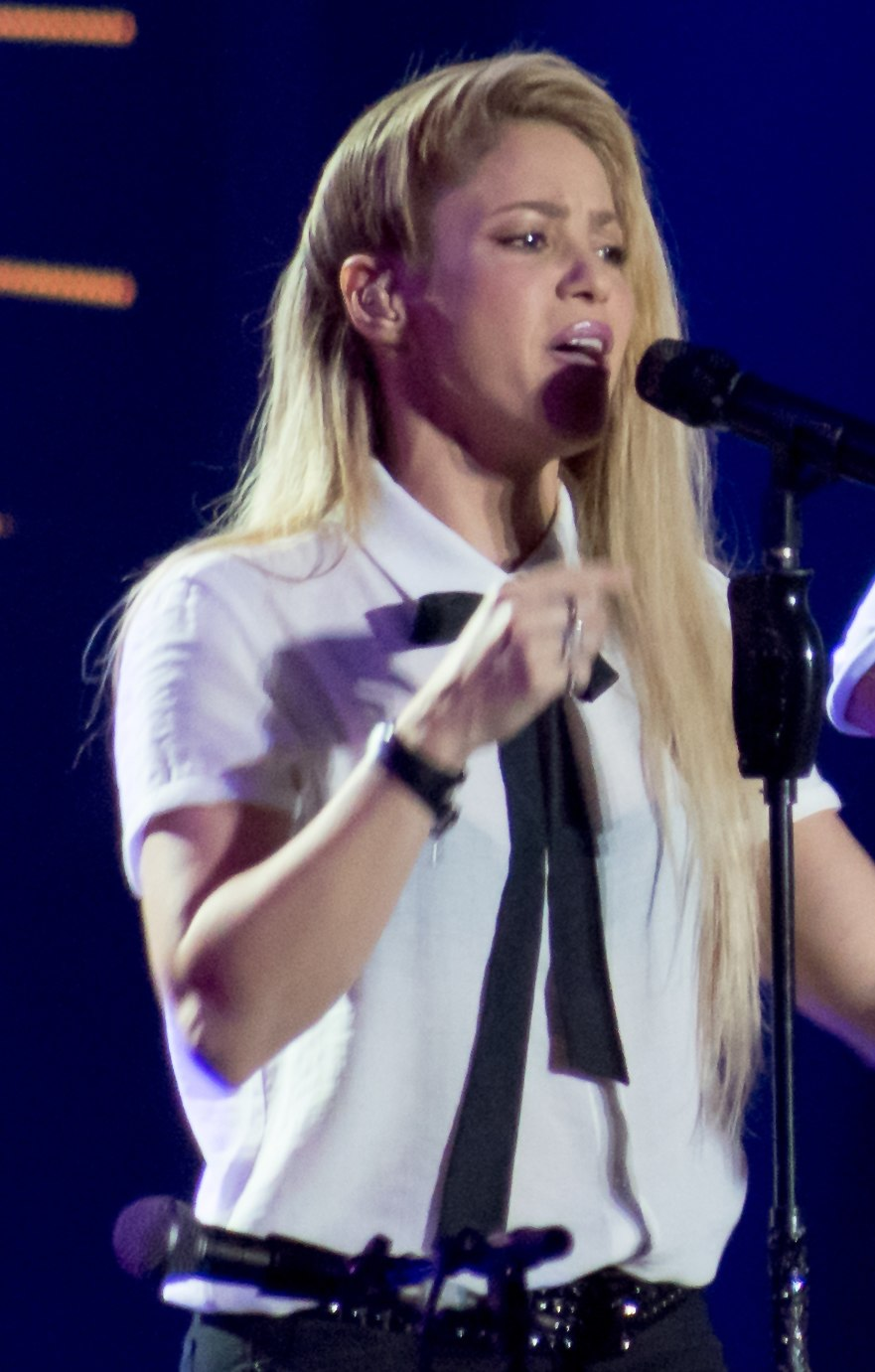 Shakira %26 Chris Martin - Global Citizen Festival Hamburg 04 (cropped)