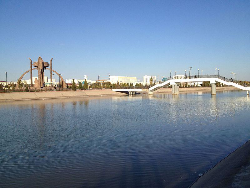 """Shavat canal and """"Avesta"""" park.jpg"""