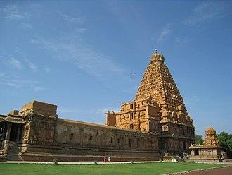 Brihadisvara Temple, Thanjavur - Side profile, Brihadeeswara