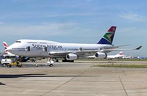 Boeing 747-400 at London Heathrow Airport in 1...
