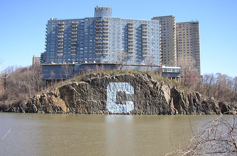 File:Spuyten Duyvil Creek Apr 2006.jpg