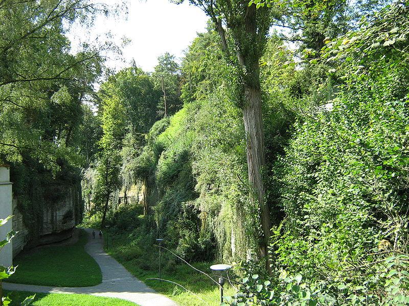 File:Stadtgraben in Überlingen.JPG