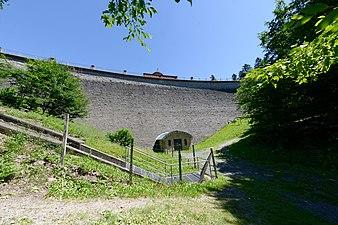 Staumauer der Saalbachtalsperre.jpg