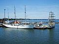 Stralsund, Segelschiffe GORCH FOCK und ALEXANDER VON HUMBOLDT im Hafen (2007-06-11), by Klugschnacker in Wikipedia.jpg