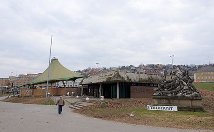 The state pavilion (here in March 2012) was located above the southern part of the planned station and was demolished in the course of construction in August 2012.