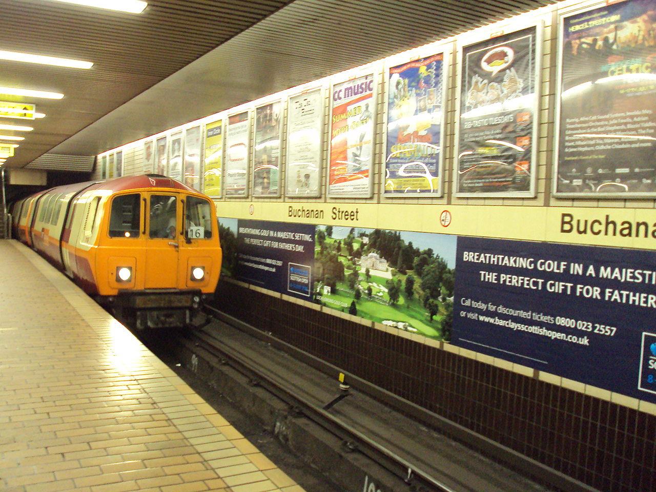 File:Subway train at B...