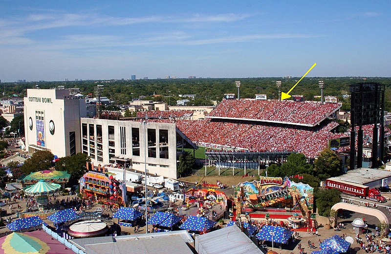 Image:TX OU Red River Shootout in Cotton Bowl seen from fair grounds - with arrow showing 50 yard line.JPG