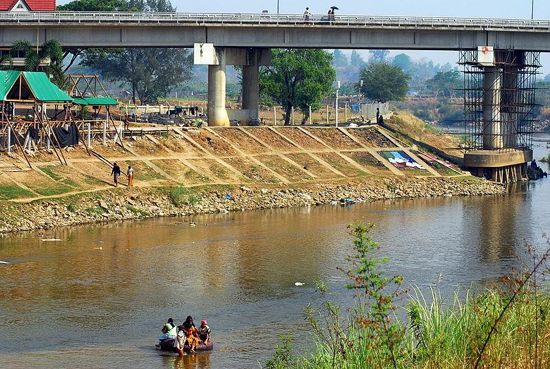 File:Thai-Myanmar Friendship Bridge at Mae Sot, Thailand.jpg