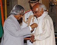 The President, Dr. A.P.J. Abdul Kalam presenting Padma Shri to renowned Marathi Artist Shri Prasad Sawkar, at investiture ceremony in New Delhi on March 29, 2006.jpg