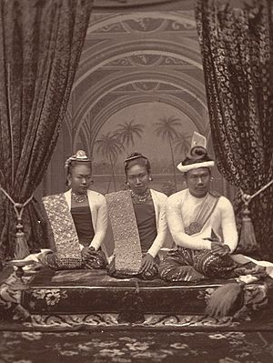 Third Anglo-Burmese War - King Thibaw, Queen Supayalat and Princess Supayaji (November 1885)