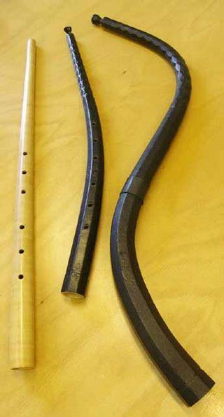 De Izquierda a derecha: corneta muda, corneta, y corneta tenor. FUENTE: WIKIPEDIA